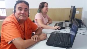 En José Mª i la Gemma actualitzant el blog.