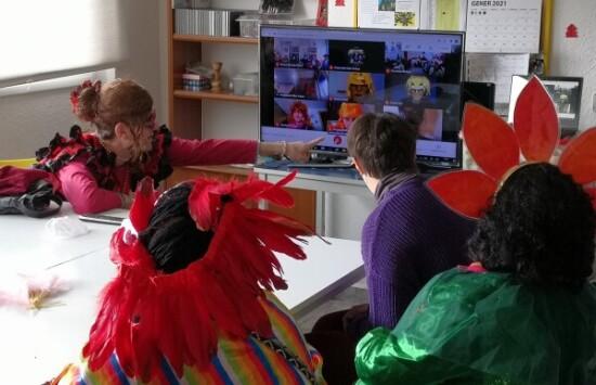 El grup d'El Petit Príncep seguint la videotrucada.